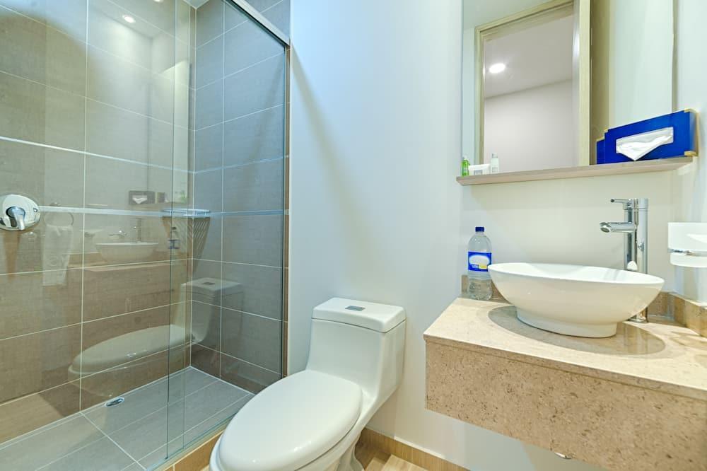 Habitación superior, 2 camas dobles - Baño