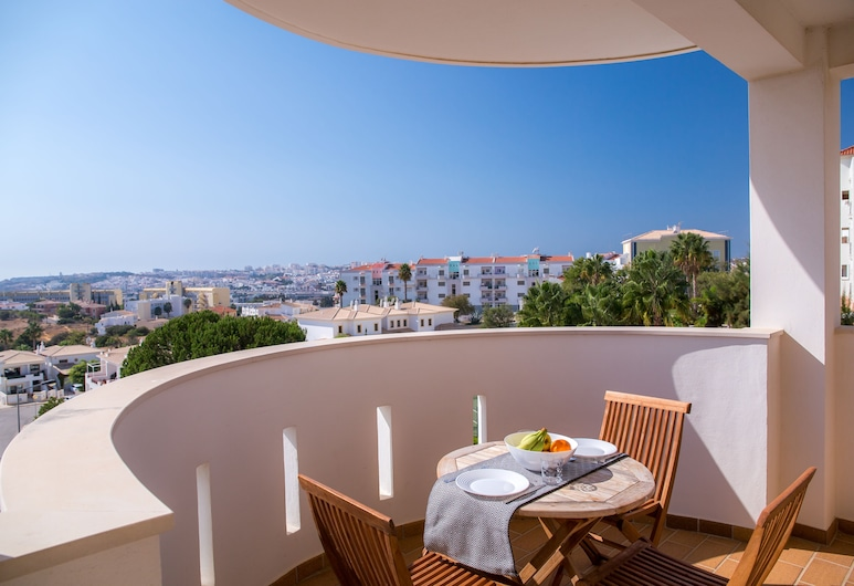 A07 - Seaview and Pool Luxury apartment by DreamAlgarve, לאגוס