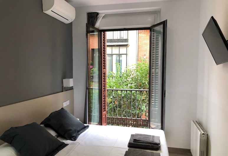 Hostalin Madrid Atocha, Madrid, Double Room, Balcony, Guest Room