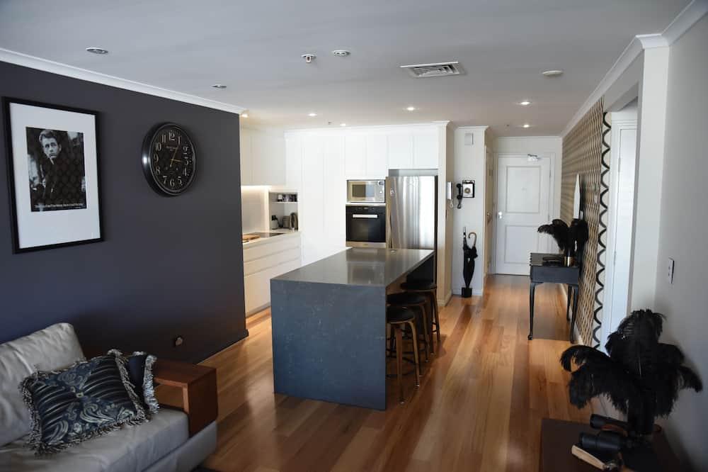 Luxury Apartment, 2 Bedrooms, Harbor View - Living Area