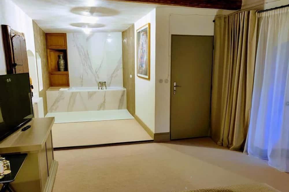 Deluxe Double Room, Bathtub - Private spa tub