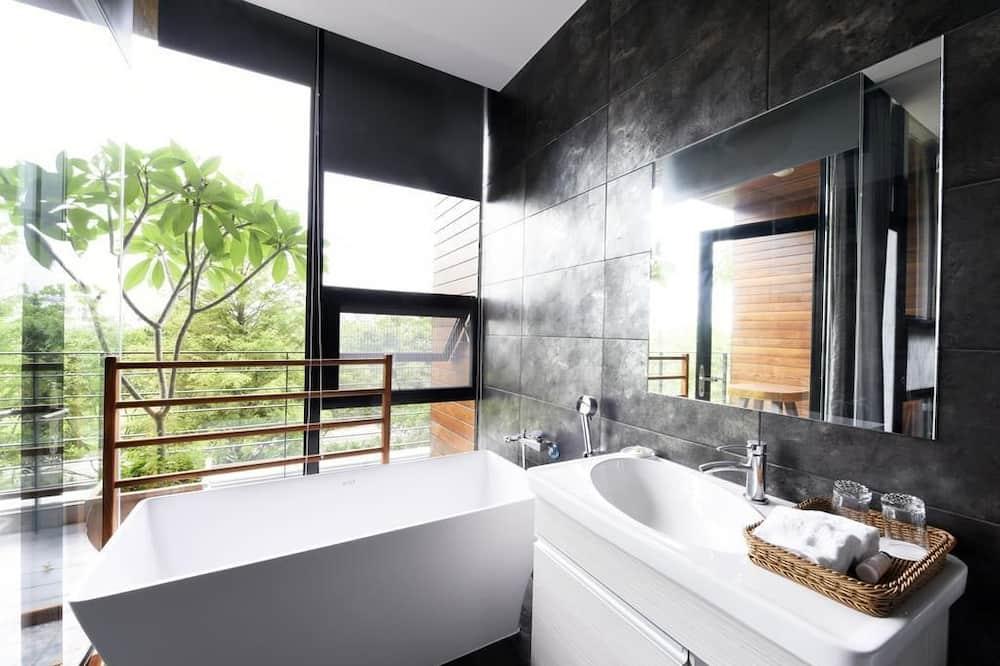 豪華四人房 - 浸泡式浴缸
