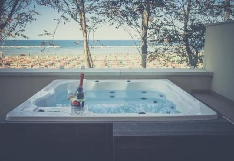 Marina Beach Suite Hotel, Rimini, Venkovní vířivka