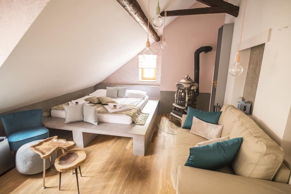 Čtyřlůžkový pokoj typu Deluxe (Romantic) - Obývací prostor