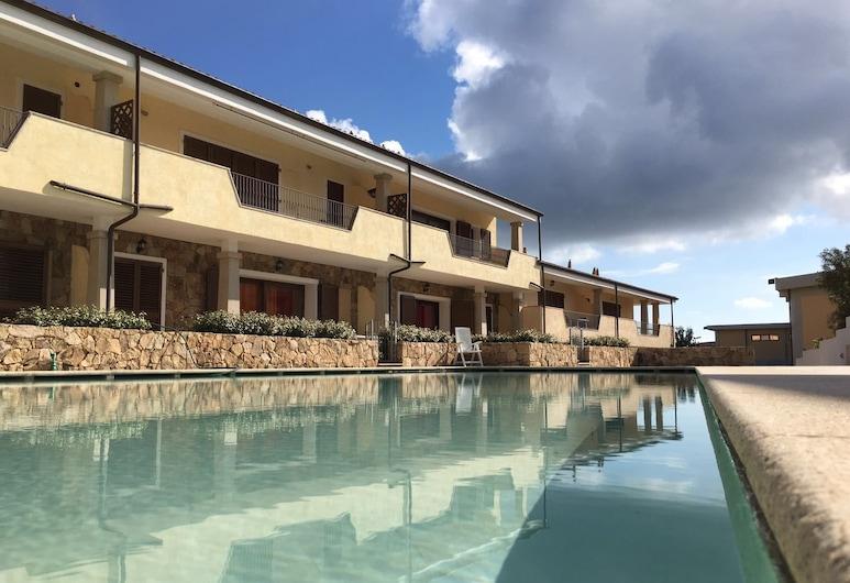 Le Perle, Palau, Alberca al aire libre