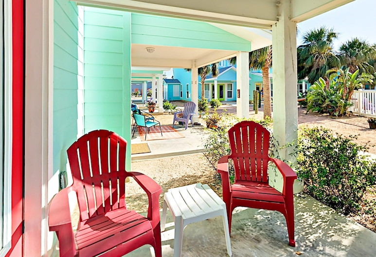 2120 S 11th Street Townhouse Unit 303 - 3 Br townhouse by RedAwning, Port Aransas