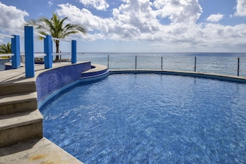 Picture of El Cantil Condos by Rentals Your Way  in Cozumel