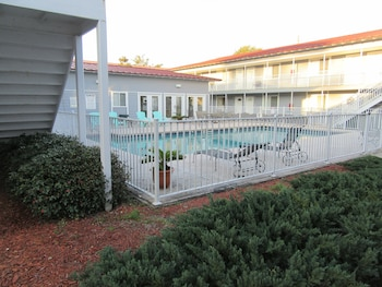 Picture of Oak Shores Condos- Short Walk to Beach in Biloxi