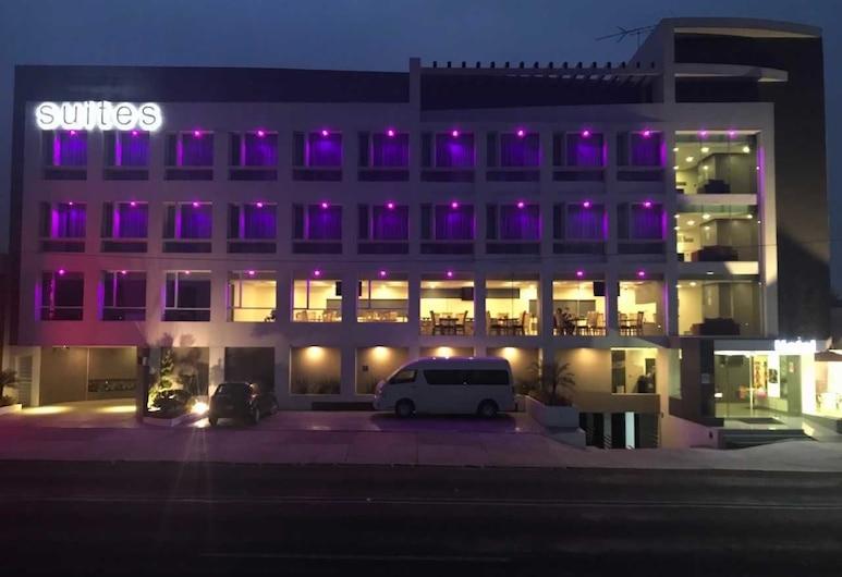 Best Western Plus Metepec & Suites, Toluca, Hotelfassade am Abend/bei Nacht