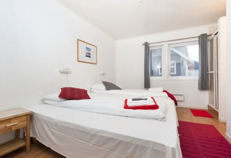 Stavanger Bed & Breakfast, Stavanger, Budget Twin Room with private shower and shared toilet, Habitación