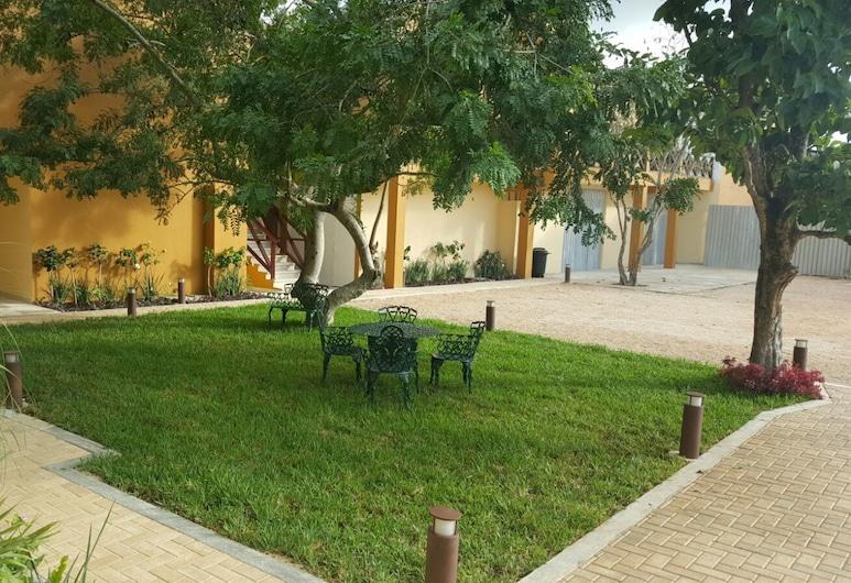 هوتل روزي, تيزمين, حديقة