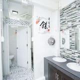 חדר מעונות משותף דה-לוקס, חדר מעונות מעורב (גברים ונשים) - חדר רחצה