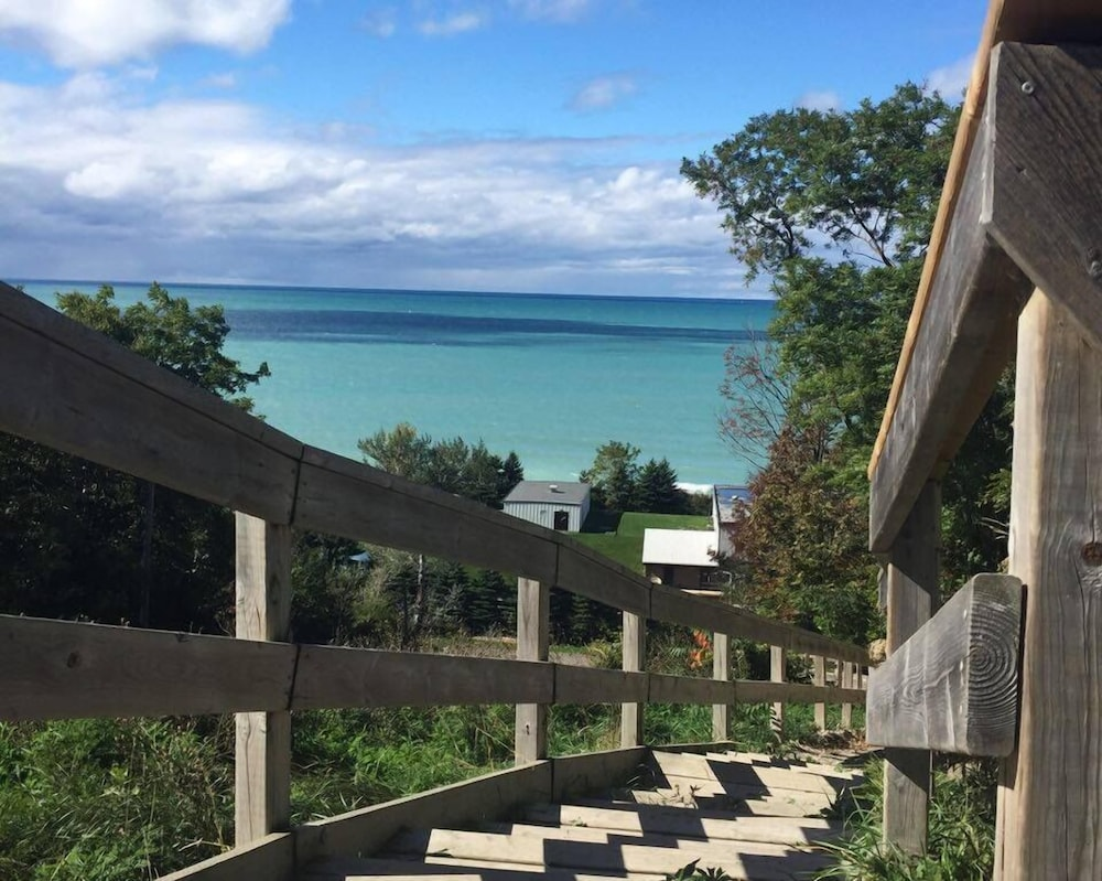 Book Cameron\'s Cove Bed & Breakfast in Goderich | Hotels.com