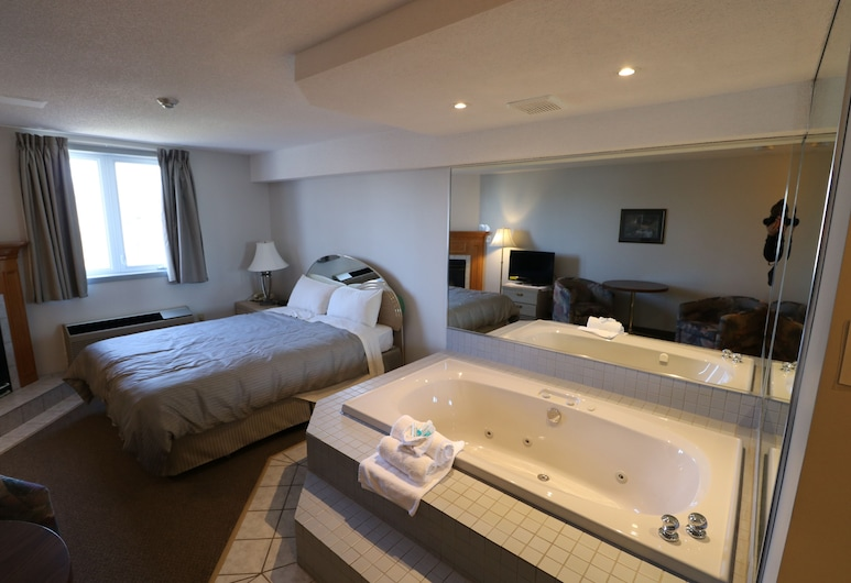 Super 8 by Wyndham Niagara Falls by the Falls, Niagara Falls, Luxury Suite, 1 Queen Bed, Jetted Tub, Hotel Interior