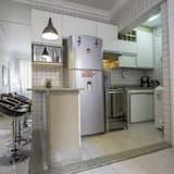 City Apartment, 2 Bedrooms, Kitchen, Beachside - Living Room