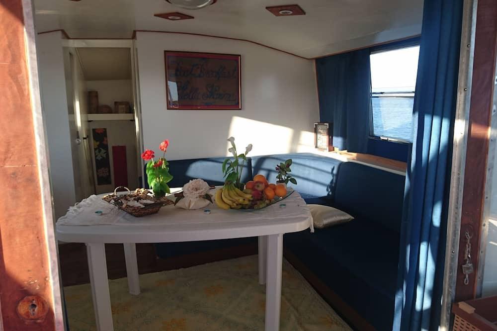 Prezidenta namiņš, divas guļamistabas, skats uz jūru - Dzīvojamā istaba