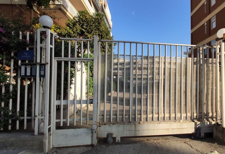 Barbarisco 5, Barletta, Entrada del hotel