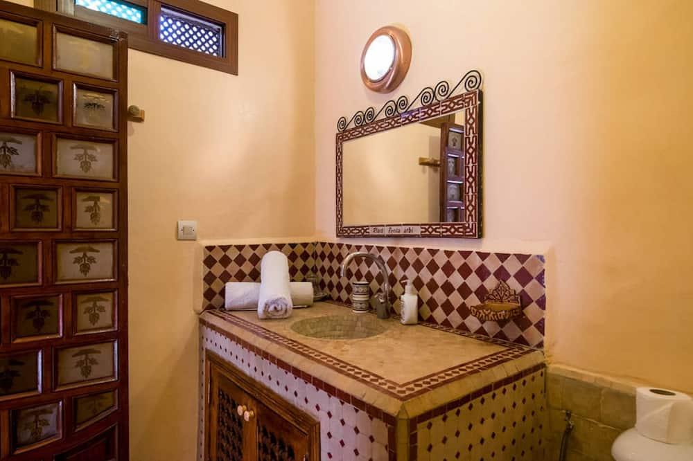 Vierbettzimmer - Waschbecken im Bad