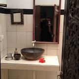 Doppelzimmer, Terrasse - Waschbecken im Bad