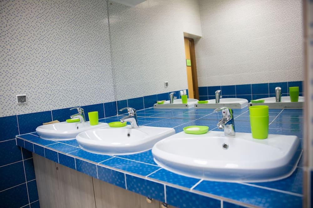共用宿舍, 男女混合宿舍 (8 guests) - 浴室