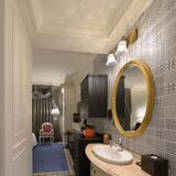 Luxury Double Room(No extra bed;Accept 1 child each room:0-2Y stay free;3-12Y NTD1000 at front desk) - Bathroom