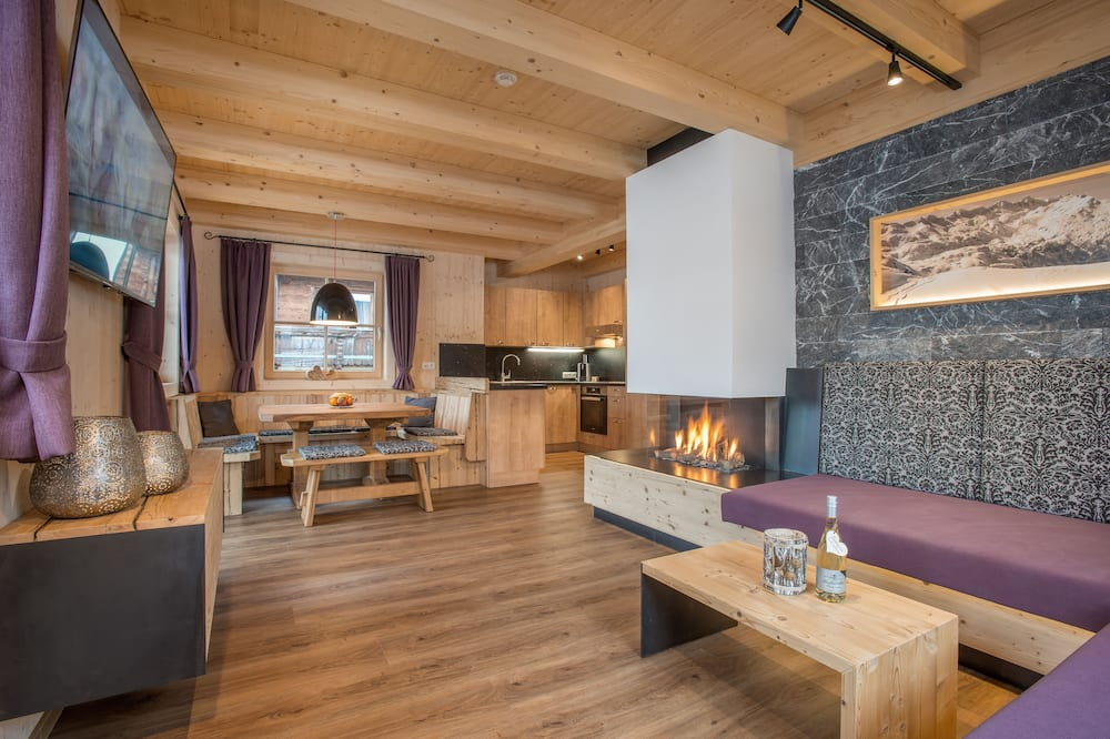 Chalet, 3 Bedrooms, Non Smoking, Mountain View (excl. 100,00 € cleaning fee) - Living Area