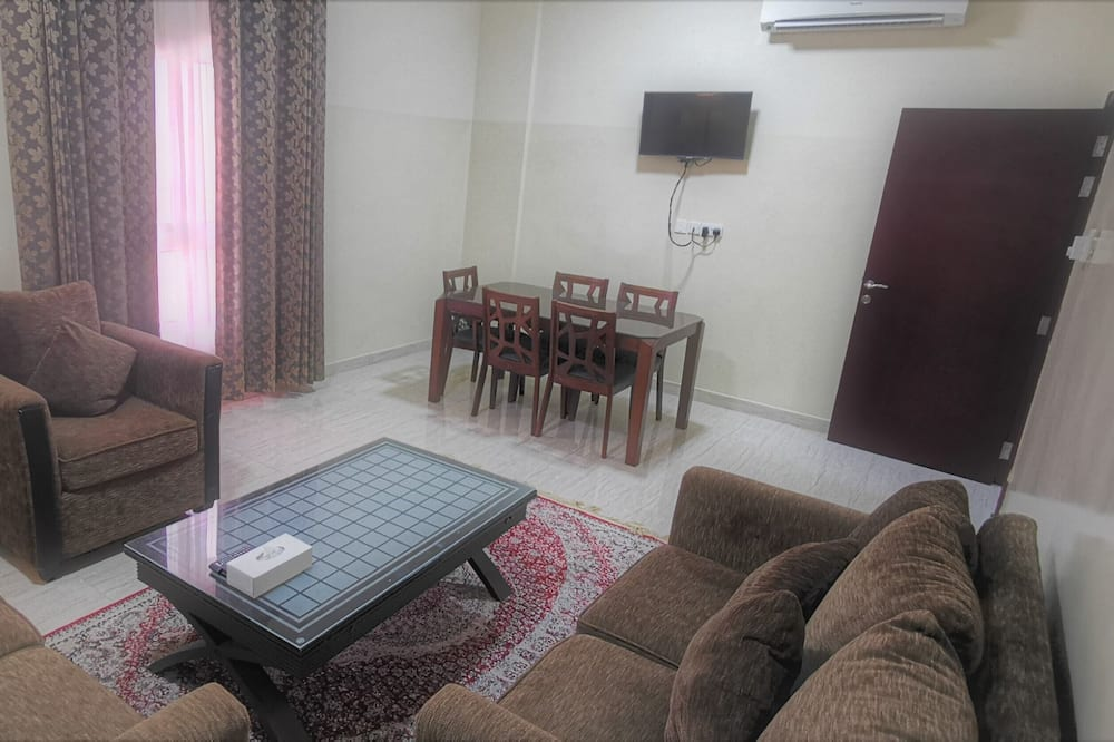 Deluxe Apartment, 2 Bedrooms, Non Smoking, City View - Living Area