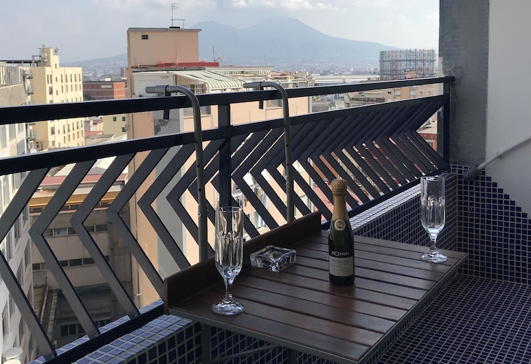B&B Regal Home, Naples, Romantic Apartment, 1 Bedroom, Non Smoking, Balcony, Balcony