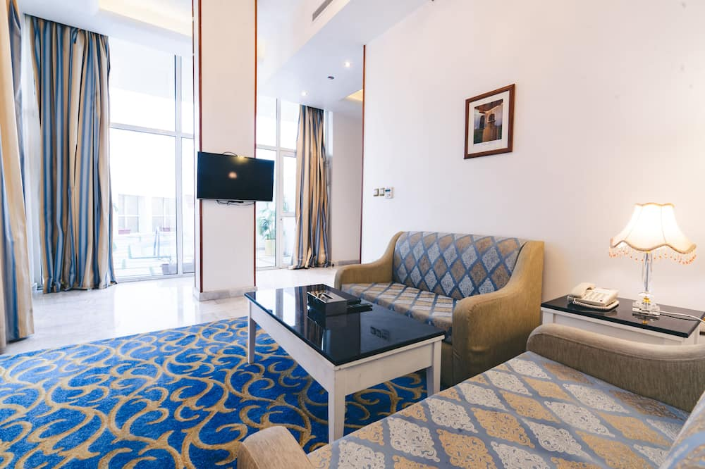 جناح تنفيذي - غرفتا نوم - بمسبح خاص - منطقة المعيشة