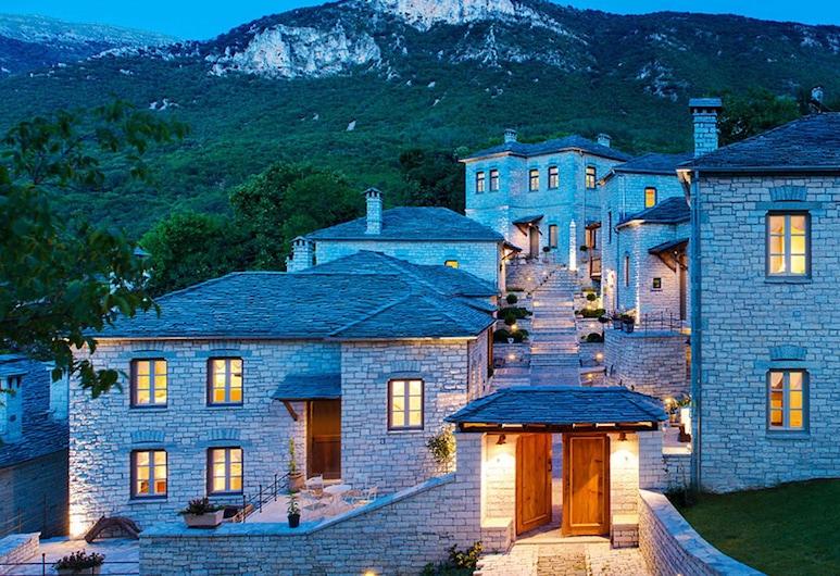 Artsistas Houses, Zagori, Hotellin julkisivu illalla/yöllä