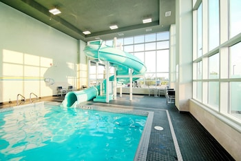 תמונה של Holiday Inn Hotel & Suites Calgary Airport North בקלגרי