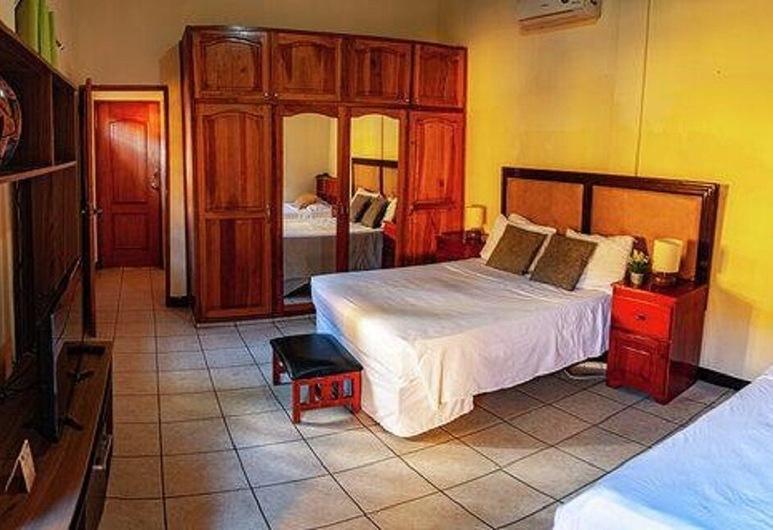 Hostal Los Octavianos, Granada, Deluxe Suite, 1 Queen Bed, Private Bathroom, Guest Room