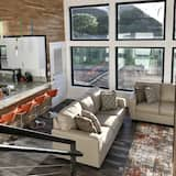 Luxury House, 2 Bedrooms, Mountain View - Living Room