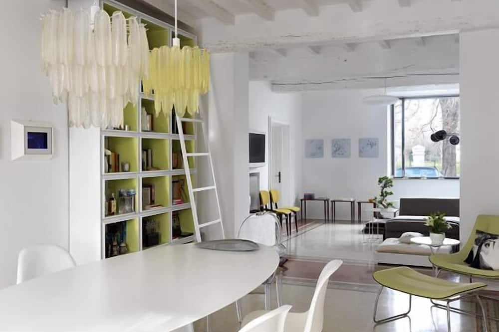 חדר מעוצב זוגי, נוף לגן - תמונה