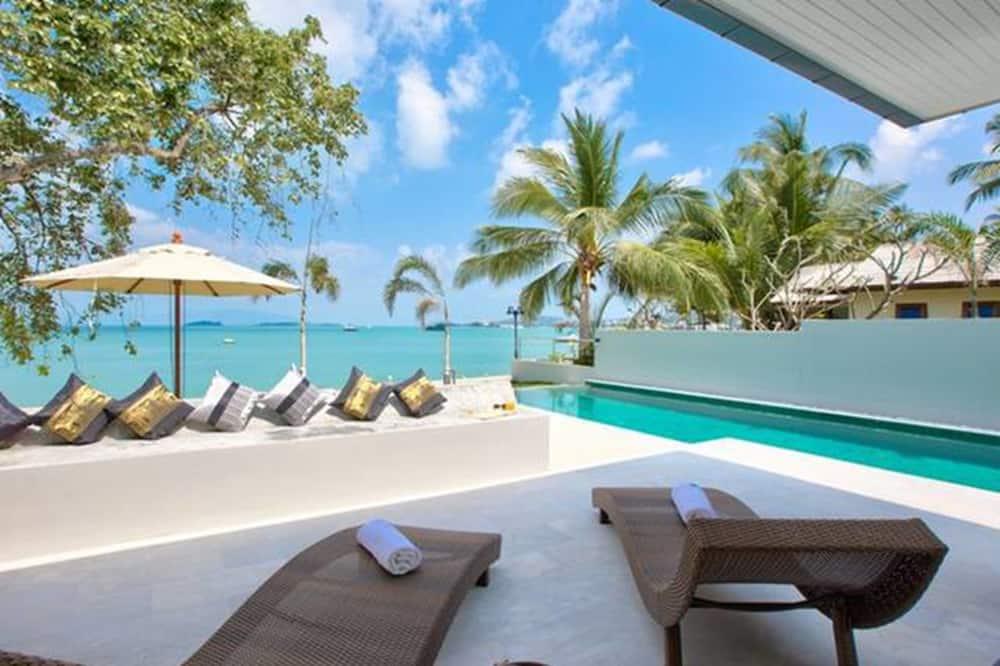 7 Bedrooms Beach Front Villa - Room