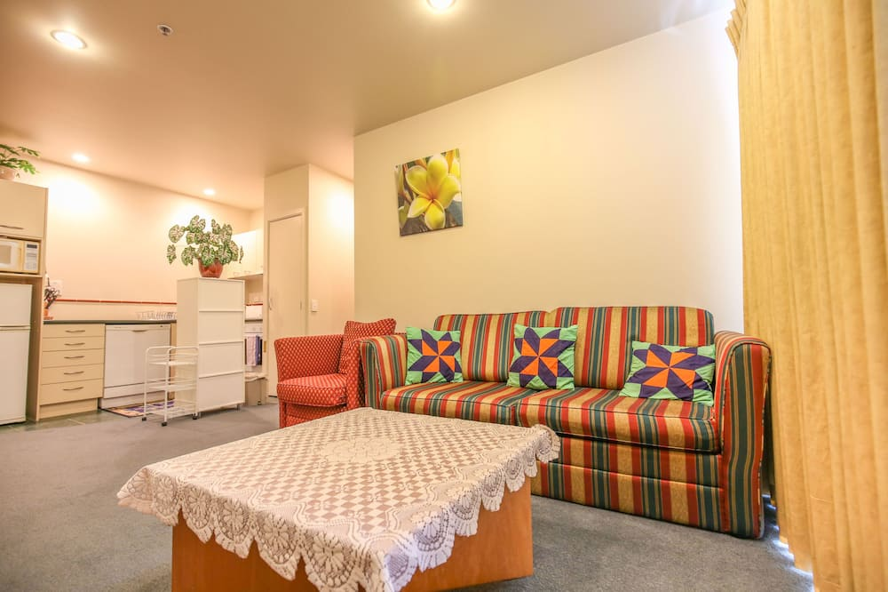 Apartment, 2 Bedrooms, City View - Living Area