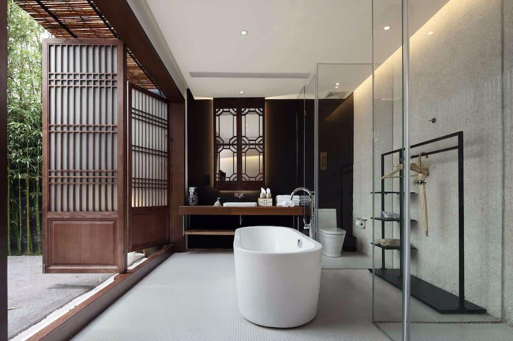 Signature Double Room, Garden View - Bathroom