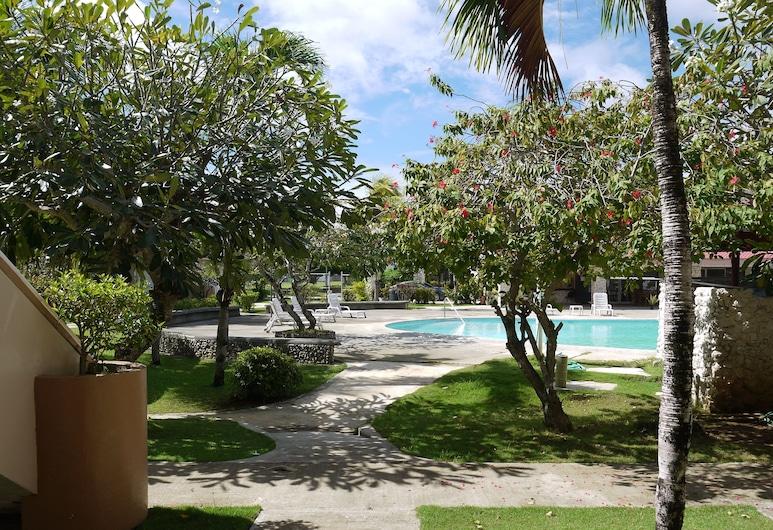 Chalan Kanoa Beach Hotel, Saipan, Property Grounds