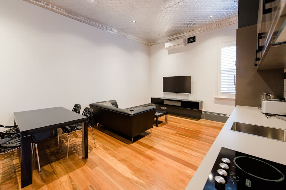 Apartment, 1 Queen Bed - Living Area
