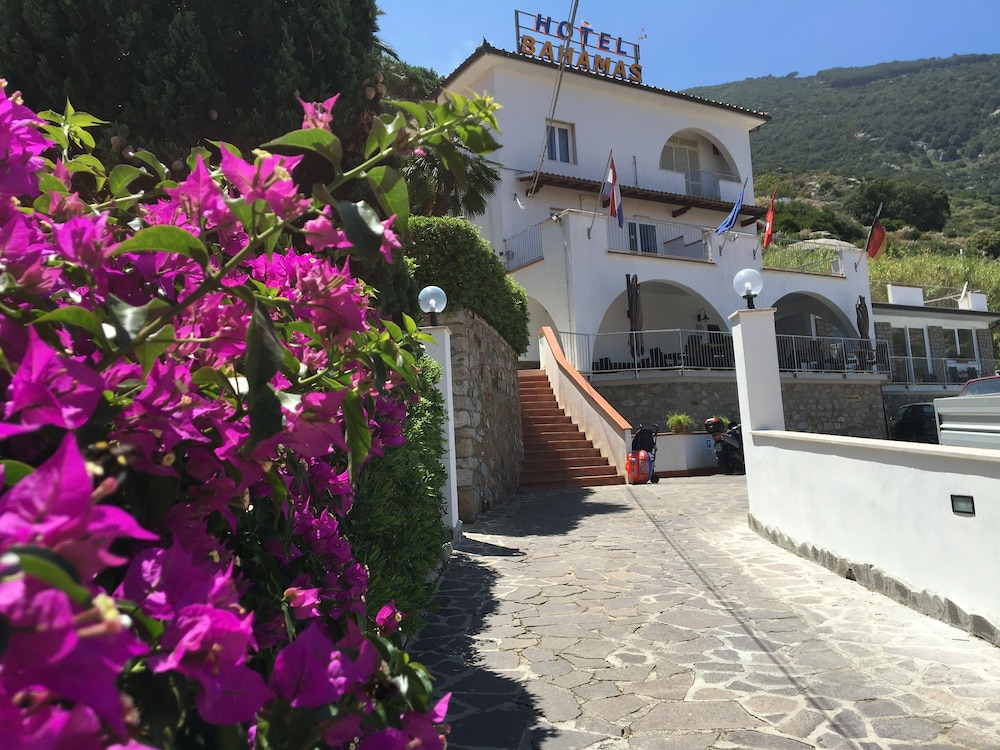 Book Hotel Bahamas in Isola del Giglio | Hotels.com