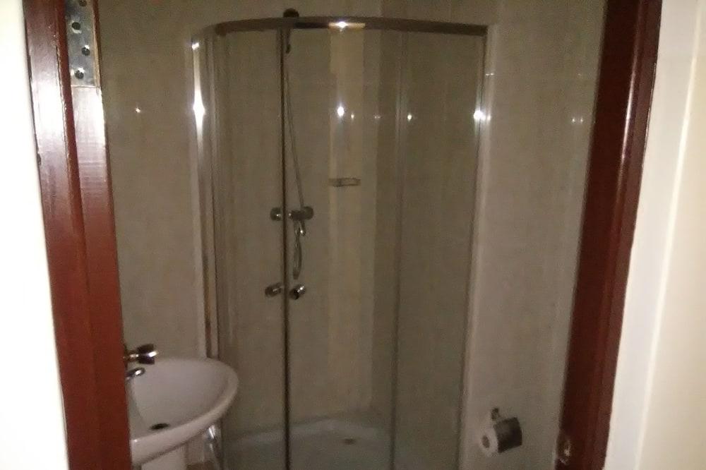 Basic Single Room, Accessible, Sea View - Bathroom