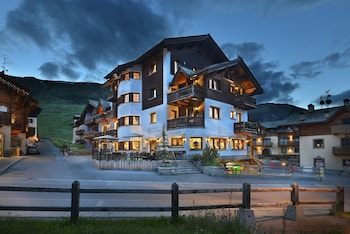 Enter your dates to get the Livigno hotel deal