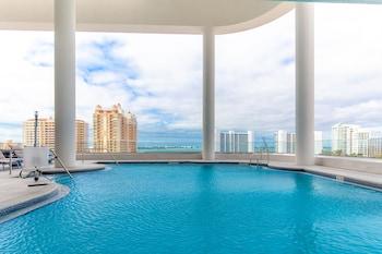 Fotografia do Embassy Suites by Hilton Sarasota, FL em Sarasota