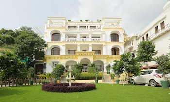 Enter your dates to get the Udaipur hotel deal