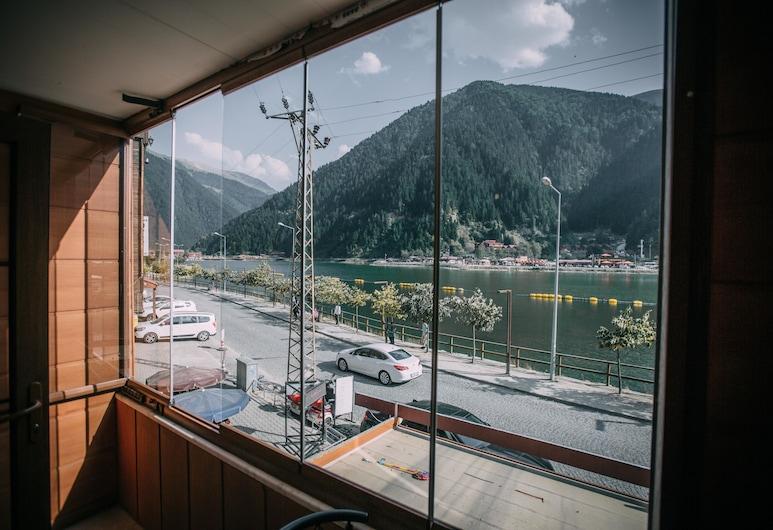 Poyraz Hotel, Çaykara, Premium Triple Room, 1 Bedroom, Lake View, Lakeside, Balkoni