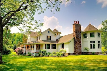 Picture of Serene View Farm Bed and Breakfast in Williamsport