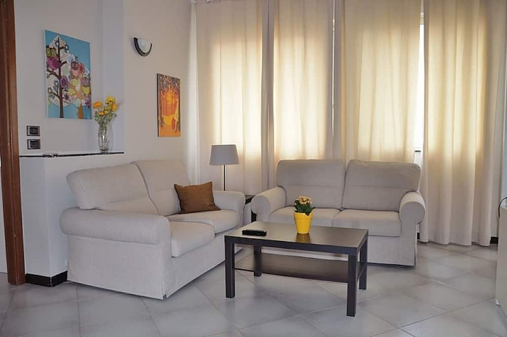 컴포트 아파트, 침실 3개, 욕실 2개, 항구 전망 - 거실 공간