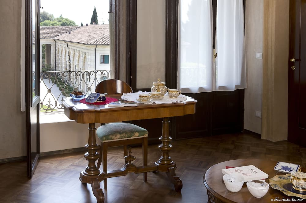 Appartement, 1 slaapkamer, 2 badkamers (Ifigenia) - Woonruimte