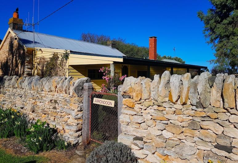 Cherry Plum Cottages, Port Fairy, Bairro em que se situa o estabelecimento
