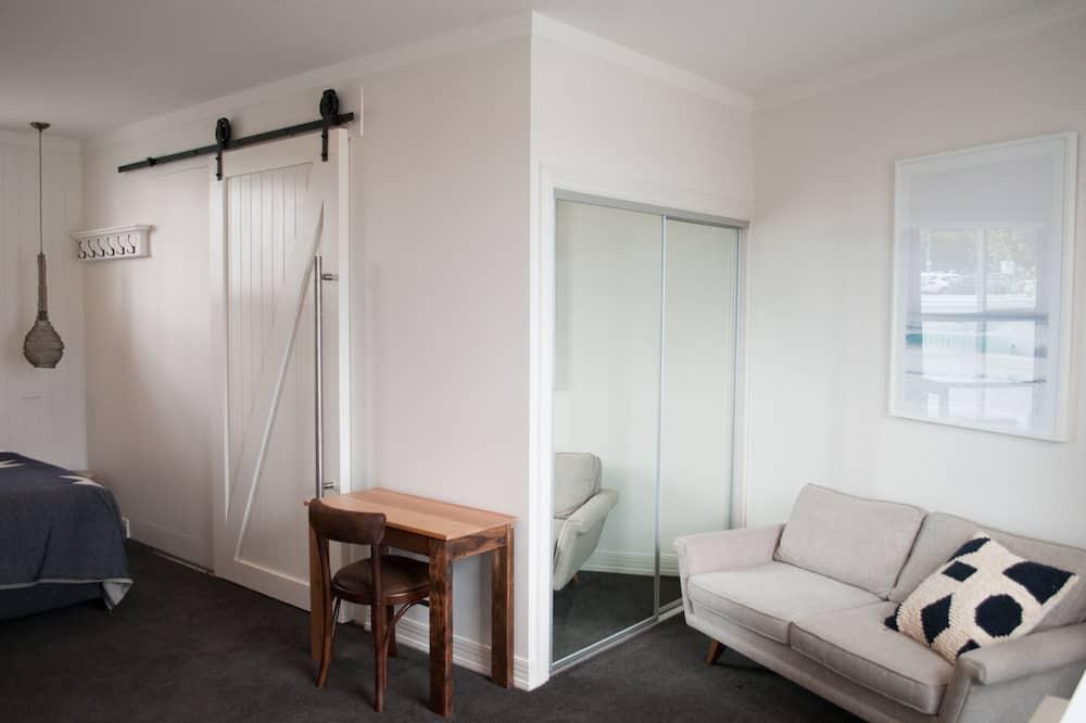 Room 7 - Queenscliff King Deluxe Studio - Living Area